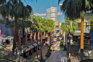 <p>Harbor Street at LaLaport Tokyo Bay offers a great outdoor shopping &amp; dining experience</p>