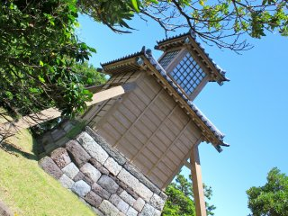 Toumyoudou (Lighthouse) was restored to the old lighthouse mark (stone wall) in Yokosuka City in March 1989