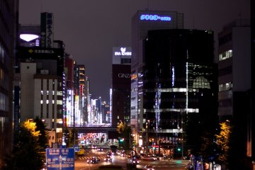 <p>อีกถนนหนึ่งในหลายๆถนนของโตเกียวในยามค่ำคืน</p>