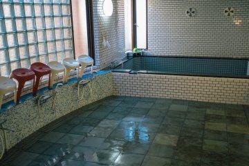 <p>Public bath</p>
