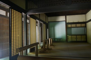 <p>Typical traditional layout with rooms separated by sliding doors from a corridor running along the outer wall.</p>