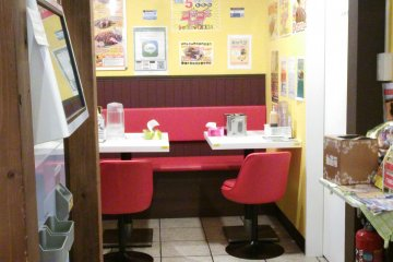 <p>The restaurant has a bit of a diner-like feel, made for quick visits</p>