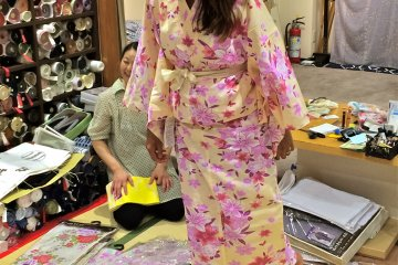 <p>Trying on a pair of&nbsp;Geta, traditional wooden sandals, that were pre-packaged with the Yukata set at Nunoya.</p>