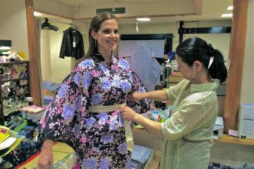 <p>After selecting a Yukata design, you can try it on with assistance of the shop&#39;s owner.</p>
