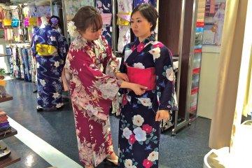 <p>My friend, Marlina, tries on beautiful Yukata and Obi separates at Marui City department store in Shibuya.</p>