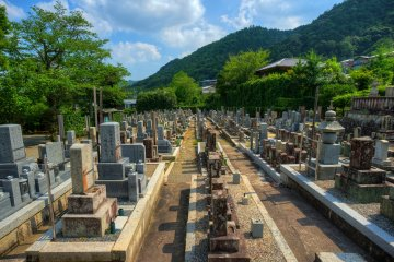 <p>One of the temples in Arashiyama area where you will old graveyards.</p>