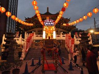 Le majesteux temple Kantei-byo à la nuit tombée