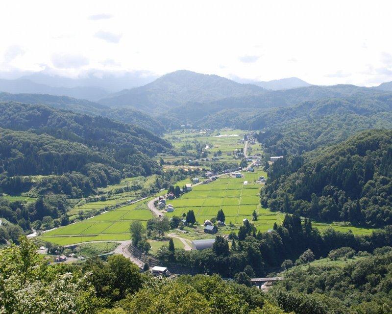 <p>Overview of Nakatsugawa district, Iide</p>
