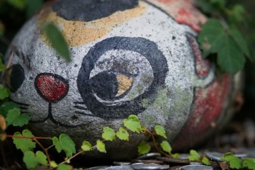 <p>Numerous&nbsp;lucky stone cats are hidden throughout the narrow streets. Find and pet all of them to have your wishes come true</p>