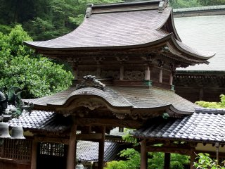 Classic-looking 'Chujakumon Gate' was built in 1852