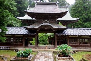 영평사(永平寺)의 츄쟈쿠몬(中雀門)