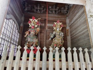 Two statues of 'Four Heavenly Kings'. The King of South (left) and King of West (right)