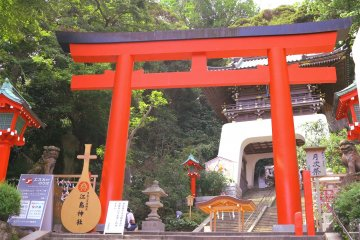 <p>江岛神社正面</p>