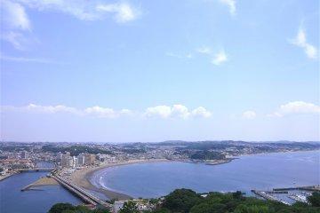 <p>展望台上面看到的湘南海岸</p>