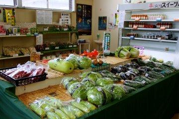 <p>Fresh produce from local Tono farmers</p>