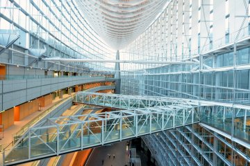 <p>Interior of Tokyo International Forum (from level 7)</p>
