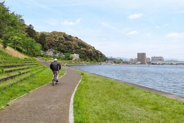 ปั่นจักรยานชมวิถีชีวิตยามเช้าริมแม่น้ำเซะตะกะวะ