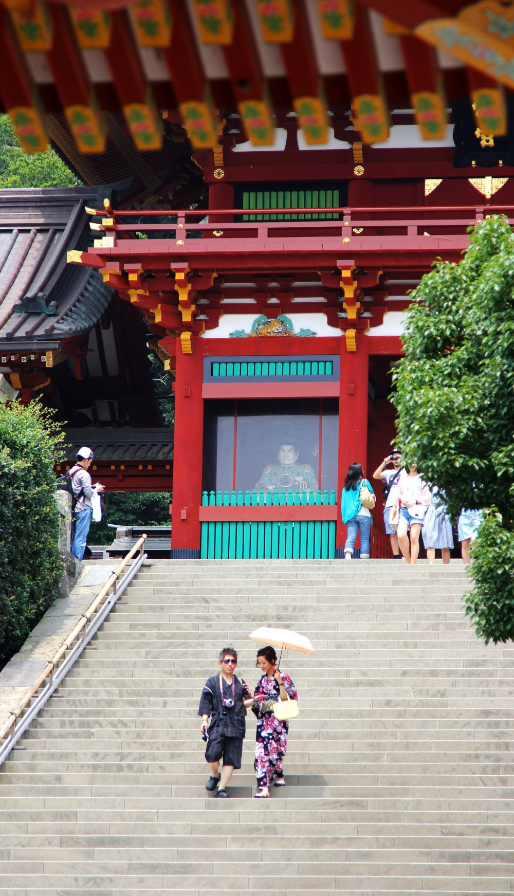 Some people decided to dress traditionally to visit the shrine, with sunglasses on top though.