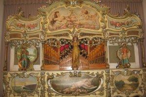 Organ besar Perancis yang menjadi alat musik terbesar di sini, dimainkan setiap 30 menit sekali