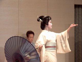 일본 전통 무용의 우아한 동작