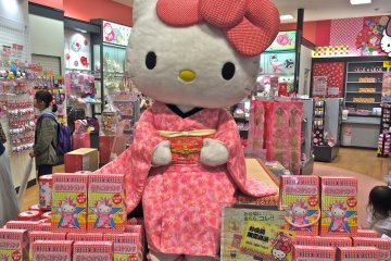 <p>Hello Kitty Japan is a souvenir shop and is celebrating its 40th anniversary. Pick up a commemorative&nbsp;gift for your favorite person. Made in Japan.</p>