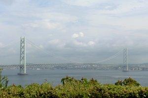 Le pont du détroit d'Akashi depuis l'île d'Awaji
