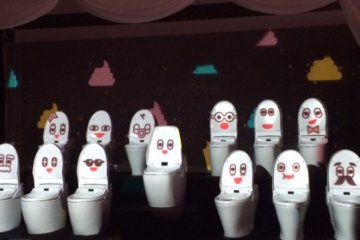 Toilets singing a song ( Arigatou Toire)
