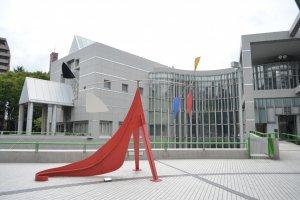 ด้านหน้าพิพิธภัณฑ์Nagoya City Art Museum พิพิธภัณฑ์ศิลปะประจำเมืองนาโกย่า