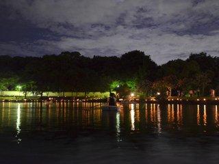 Lễ hội Nara Tokae diễn ra gần chùa Ukimido