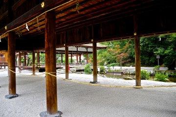 <p>The stream runs through the shrine precincts</p>