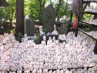 A shrine in the Gotoku-ji's grounds dedicated to the maneki neko. The popular cat symbolizes bringing wealth and prosperity to its owner, which is why they are commonly seen at the entrance of Japanese shops, restaurants and homes.