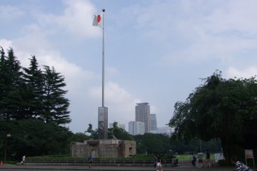 <p>Constructed in honor of the late Meiji Emperor &nbsp;</p>
