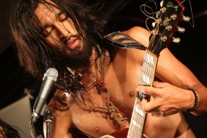 Lead singer and guitarist Youhei Miyakeof Inushiki (Dogggy Style), takes the stage