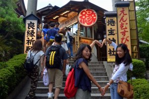 Young ladies at the entrance of Jishu Shrine