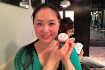 <p>My BFF&nbsp;Aki chan tries a chocolate cupcake with buttercream icing</p>