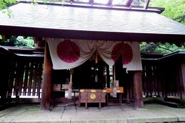 <p>Close-up look at the prayer altar</p>