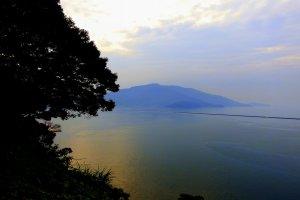 金ヶ崎山山頂から眺める敦賀港。この山に金ヶ崎城跡はある