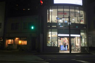 <p>Another service outlet of DOCOMO&nbsp;in the suburbs.</p>