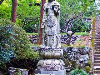 Một bức tượng của một Phật tử Kannon