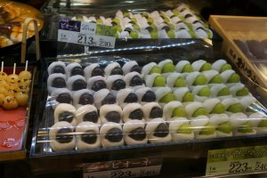 Mochi wrapped Kyoho and Muscat grapes. Oishii desu!