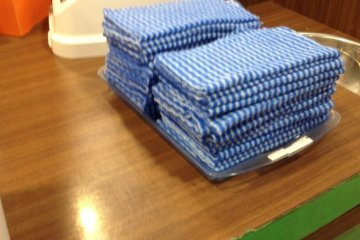 <p>A welcome sight - Chilled cloth napkins to cool off with</p>