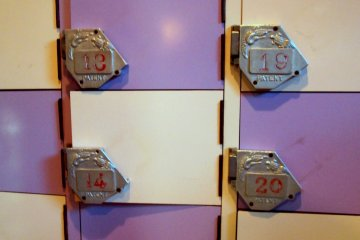 <p>Shoes locker that does not require coins.</p>