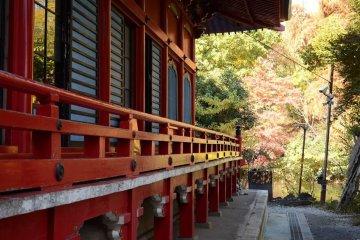 <p>园中的神社</p>