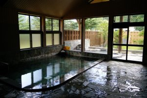 The indoor hot spring bath