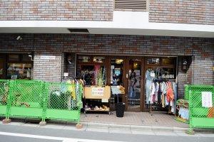 ร้านขายเสื้อผ้ามือสอสไตล์วินเทจ
