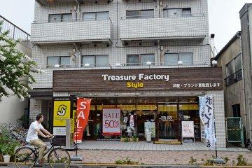 <p>ร้านนี้ขายสินค้าถูกมากๆ</p>