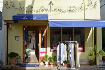 <p>ร้านนี้มีเสื้อผ้านำเข้าจากยุโรป</p>