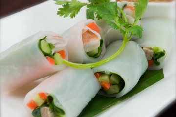 <p>KWAY TEOW LUI SUAN (Shrimp and various vegetables wrapped with spring roll sheet and served with spicy lime dressing)</p>