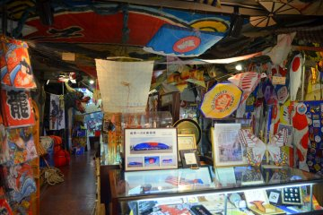 <p>&nbsp;Kites of all shapes and colours&nbsp;in Tokyo Kite Museum.</p>