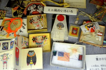 <p>Kites that are as small as mail stamps!</p>
